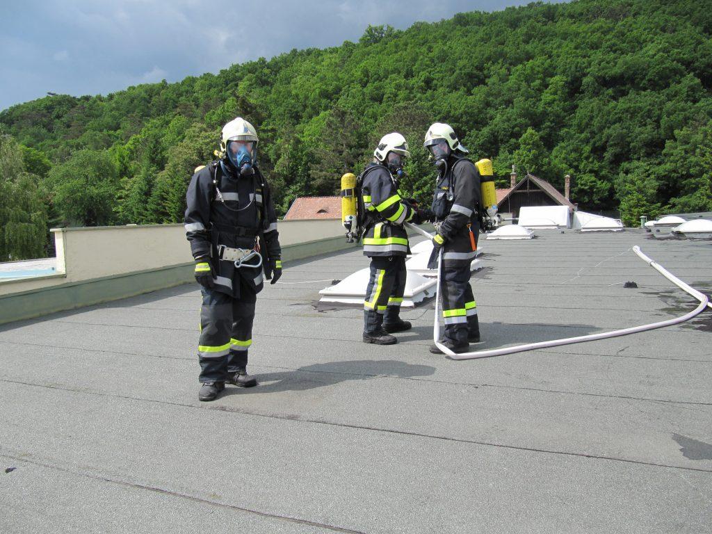 Übung Objekt 1618: Löscharbeiten am Dach